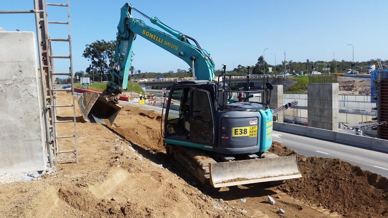 Hire 25 Ton Kobelco Excavators with a vast array of attachments available and excellent operators