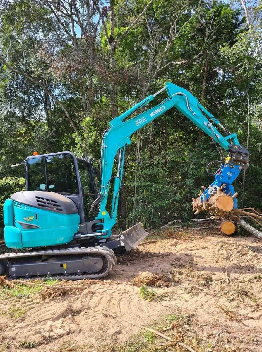 5T Tonne Kobelco Excavator for wet hire (with operator)-Buderim, Mooloolaba, Buddina, Mountain Creek, Parrearra, Minyama