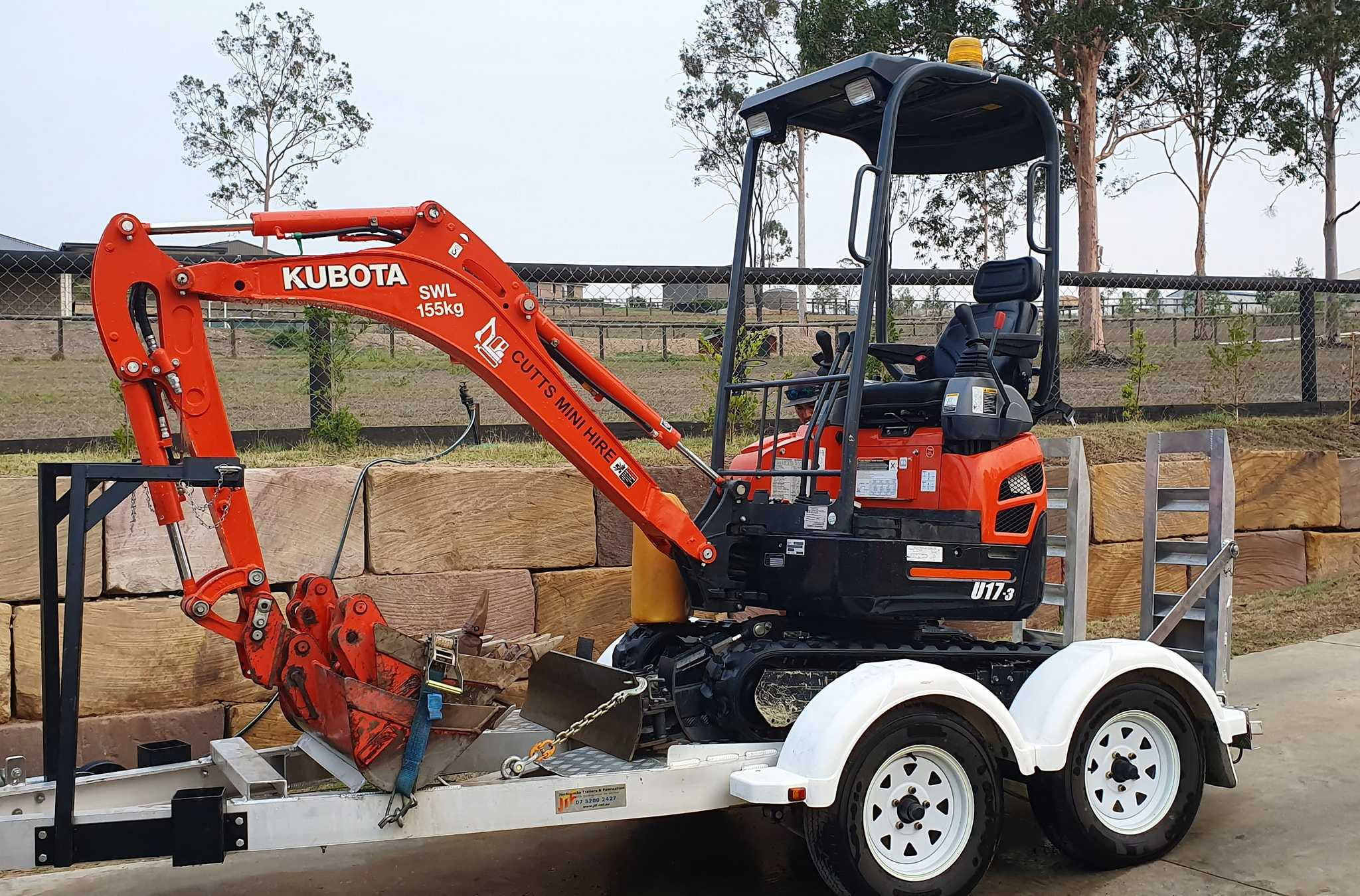 1.7t Mini excavator for dry hire on trailer