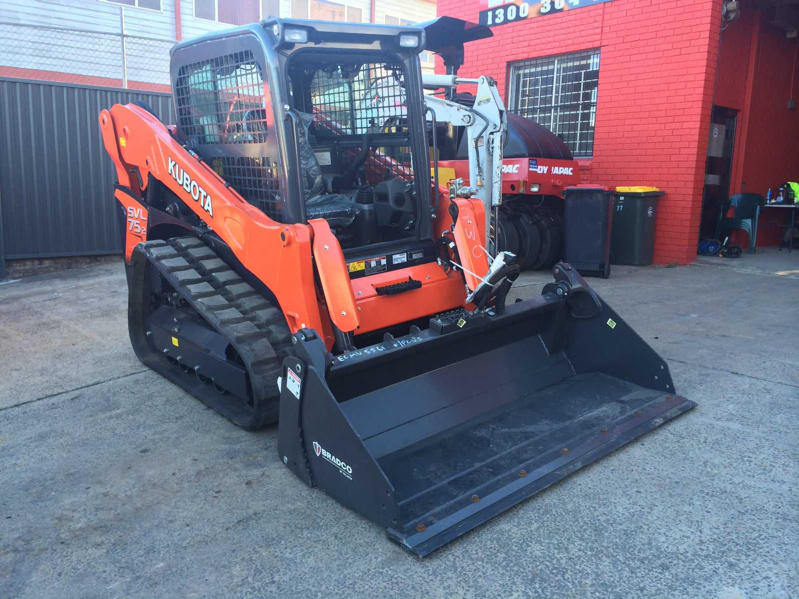 Hire 4 tonne tracked skid steer loader with 4 in 1 bucket