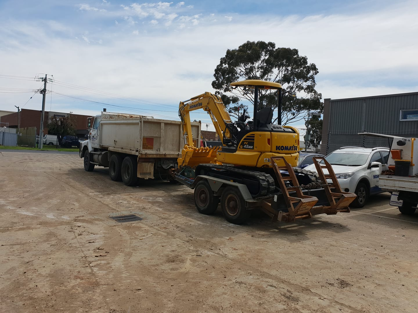 Hire Combo - 5T Excavator and 10m3 Tandem Tipper Truck