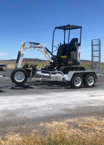 1.7 tonne excavator for wet hire near Kingsthorpe QLD