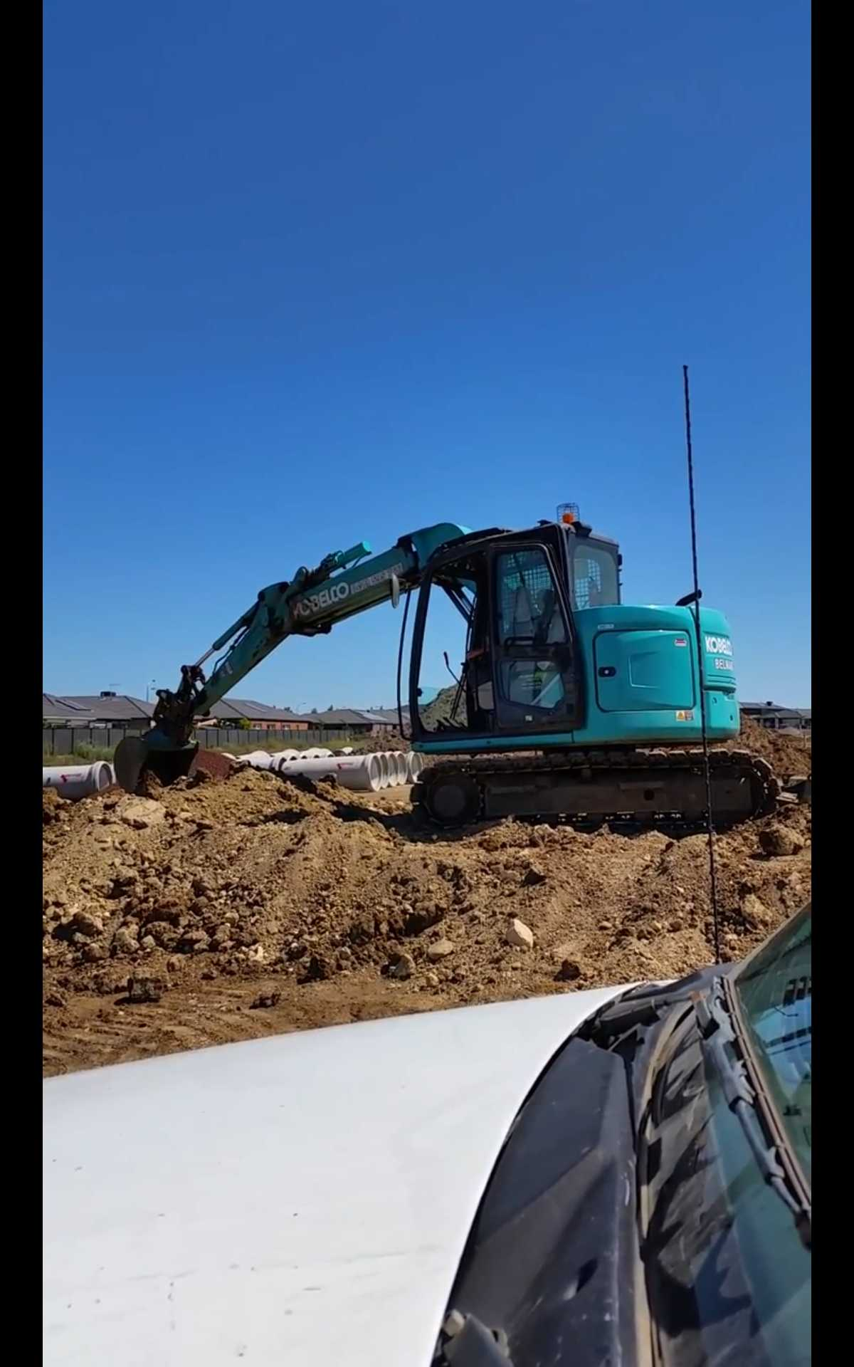 8 ton Excavator available for wet hire