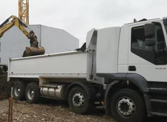 Hire 8x4 haulage truck