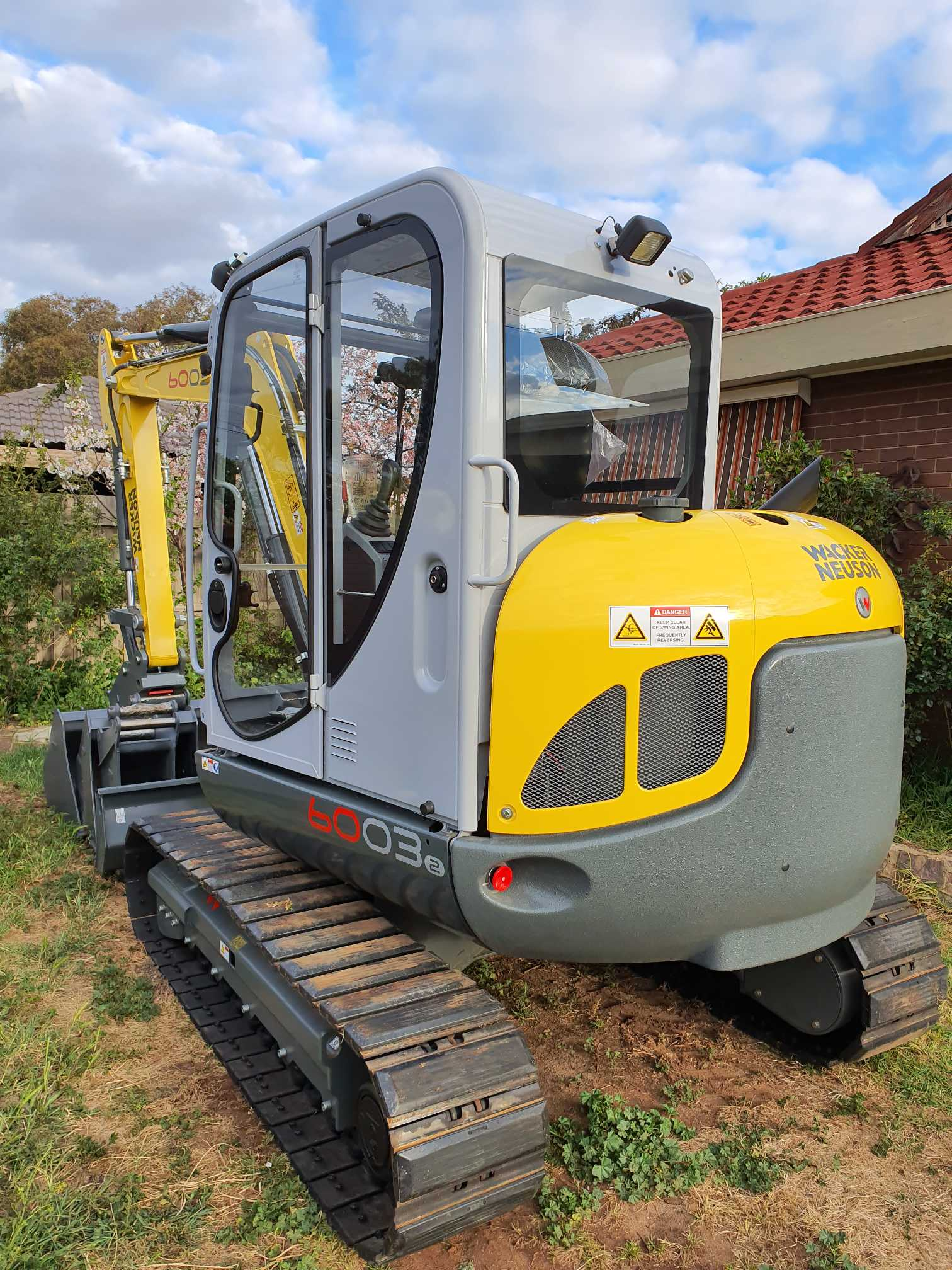 Hire 6 ton excavator with buckets and hammer