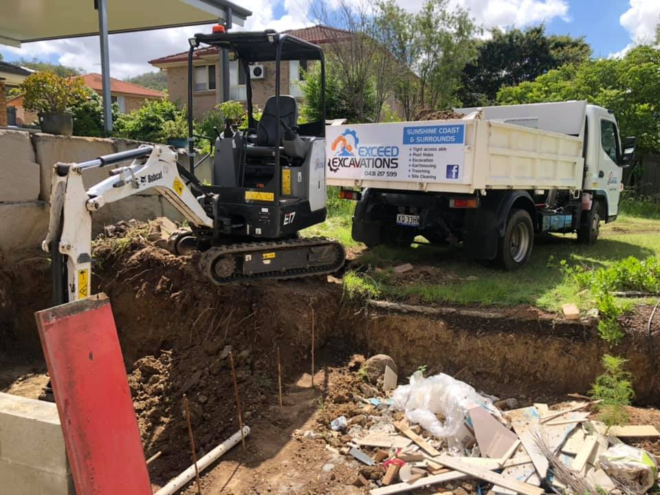 1.7 tonne excavator and truck for wet hire with operator