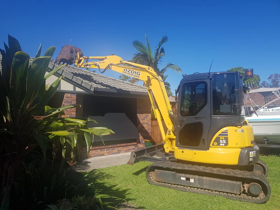5.5T ton  excavator for Available weekends only for wet hire  (with operator )- Pacific Pines, Gaven, Helenvale, Maudsland, Arundel