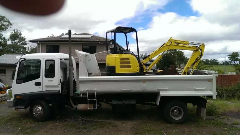 4/5 tonne excavator for hire- Oxley