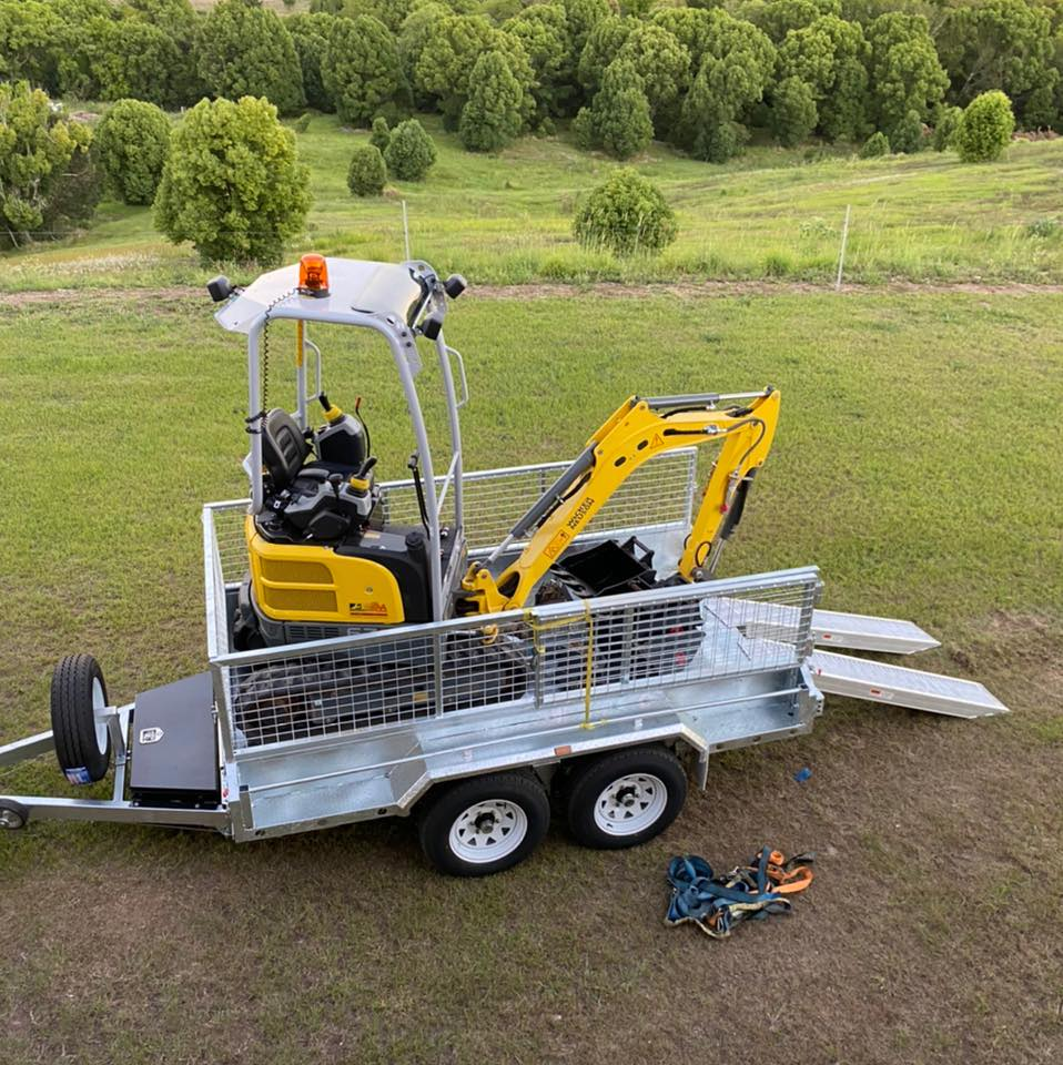 1.7T tonne excavator and tipper trailer for wet hire with operator - Cooroy, QLD