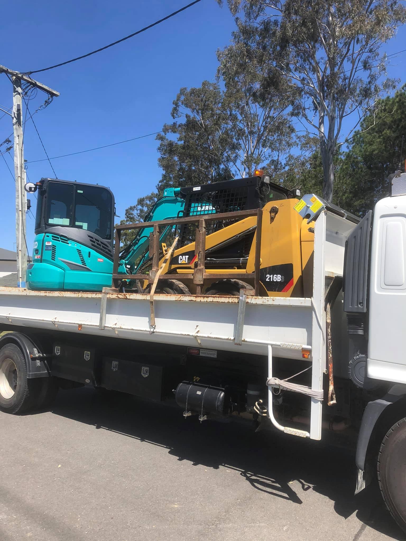 3.5T mini excavator, bobcat on truck (combo) for wet hire near Buccan