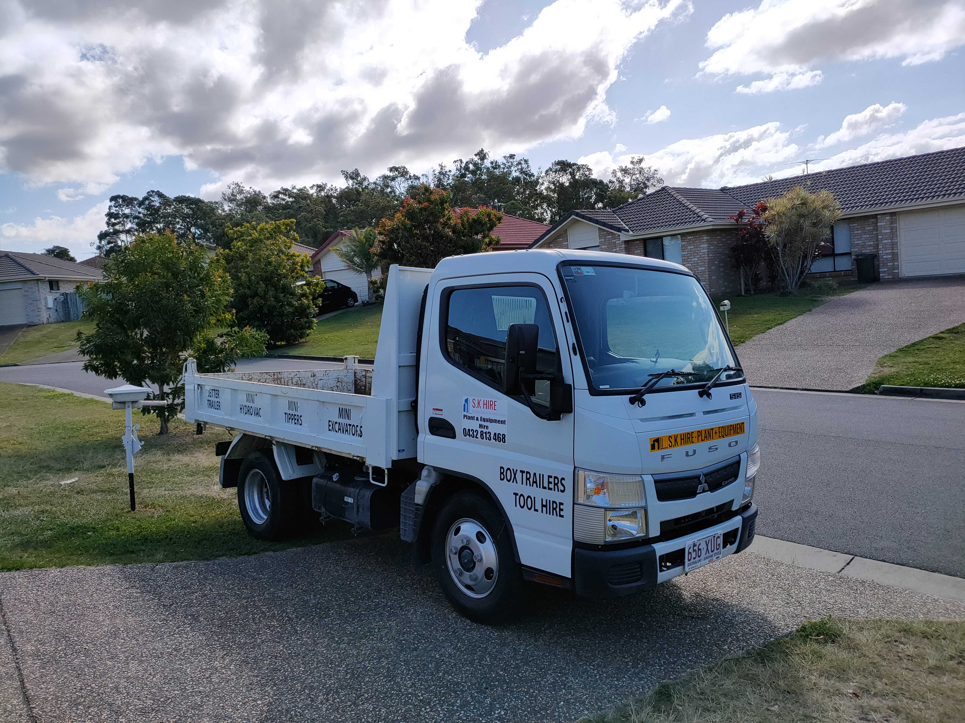 Hire Fuso Tipper 2T Car Licence automatic Unlimited klms