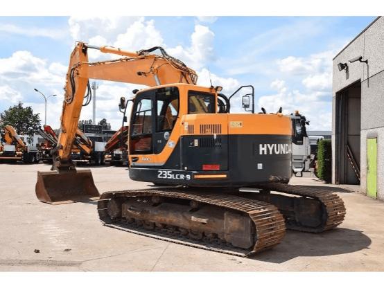 Hire 25T Excavator