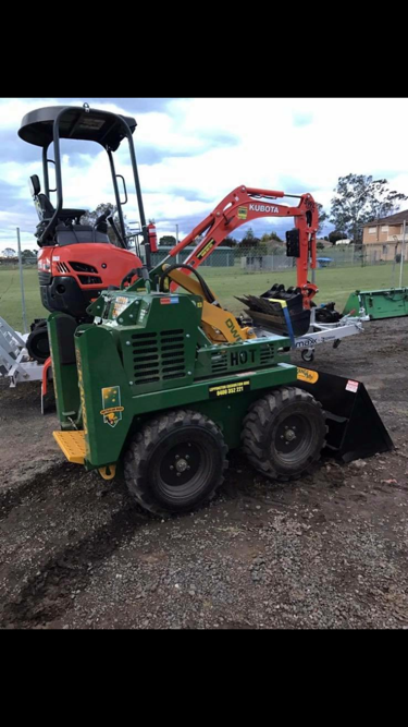 Hire Kanga loader 1030 mm wide with standard bucket & trailer