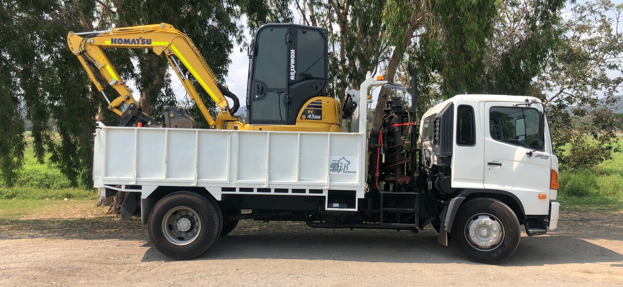 5T excavator & tipper combo for Wet hire with operator -Worongary QLD