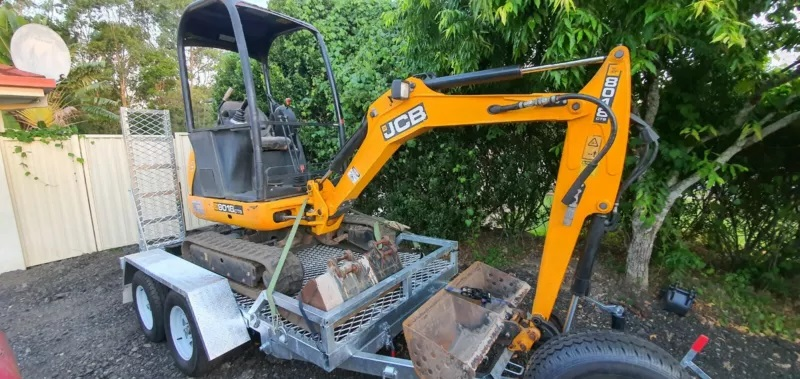 1.8T Excavator on trailer for wet hire (with operator) Helensvale, Coombabah, Biggera Waters, Gaven, Arundel, Labrador, Molendinar, Parkwood, Southport