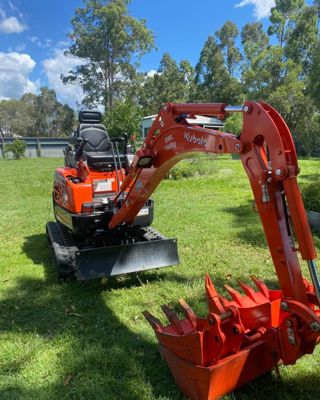 Kubota excavator on a trailer for dry hire and wet hire based in Caboolture & Morayfield