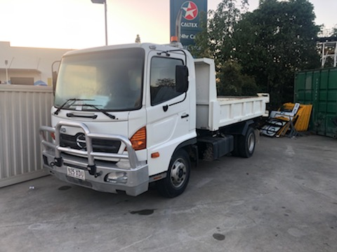 7T ton tipper truck hire -Upper Coomera, Hope Island, Paradise Point, Oxenford, Helensvale, Coombabah, Gaven, Arundel
