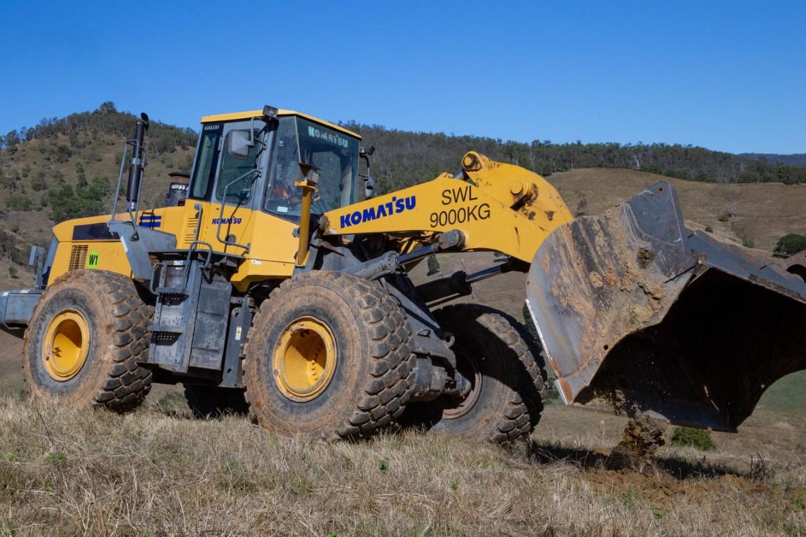Front End Loader Hire WA 480 for bulk earthworks 4.8m3 bucket