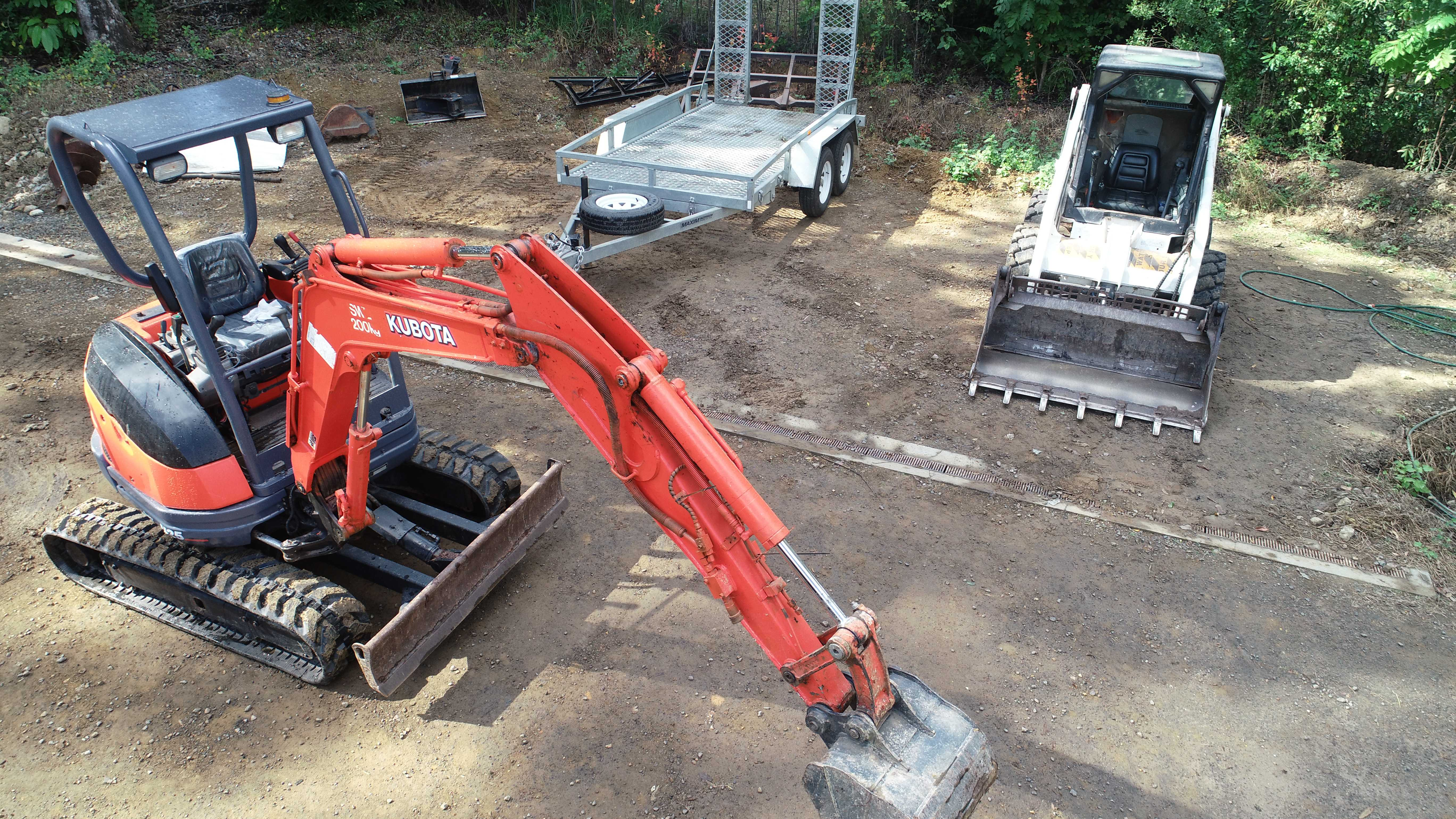 Bobcat 2.3t, Excavator 2.5t or 1.7t  for hire. Dry hire $230 /Day (Do it your self) or Wet Hire $90 /Hour (With Operator)