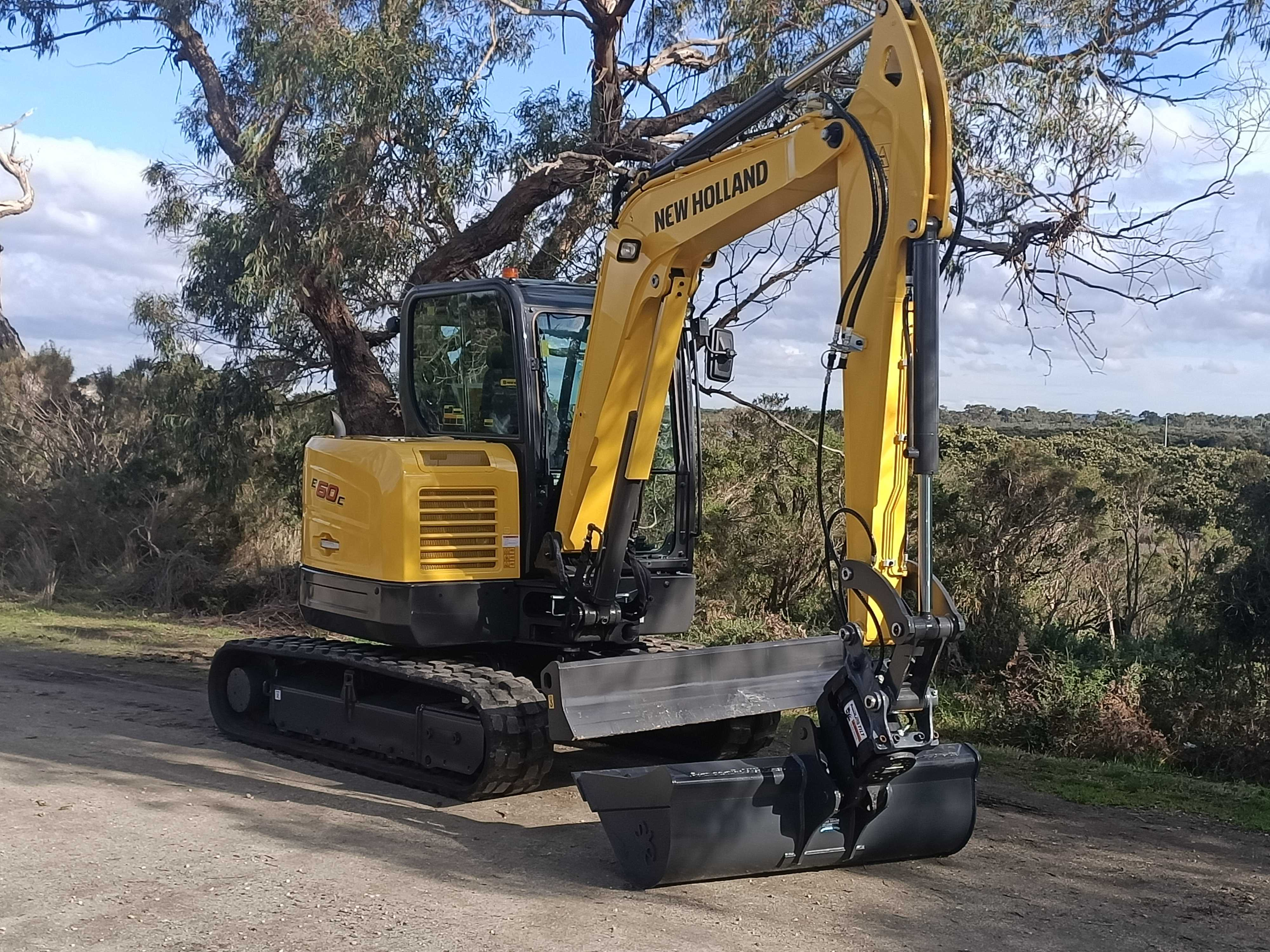 Hire 6t excavator with tilt hitch and the buckets