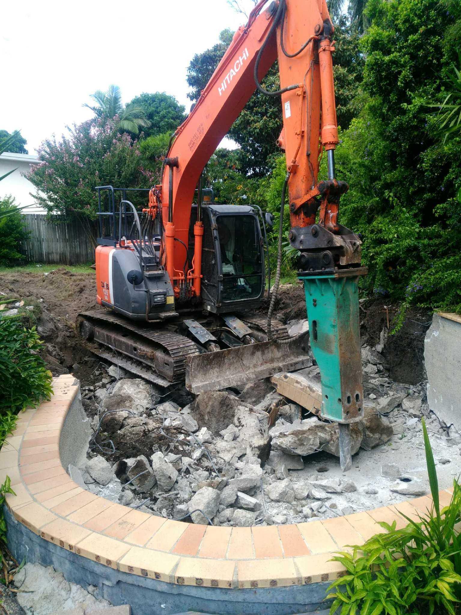 Hire 13.5T Excavator near Burpengary