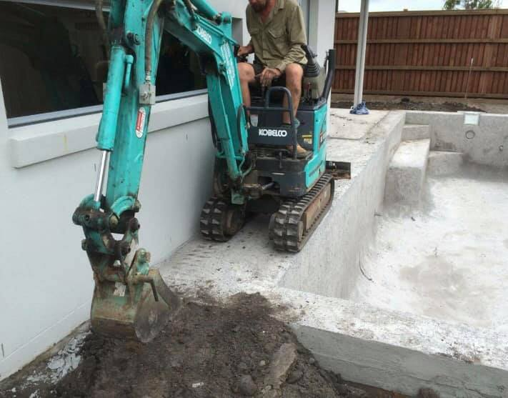 Hire 1 Tonne Excavator - Gympie, Noosa Hinterland, North Brisbane, South Brisbane, Toowoomba and all surrounding areas.