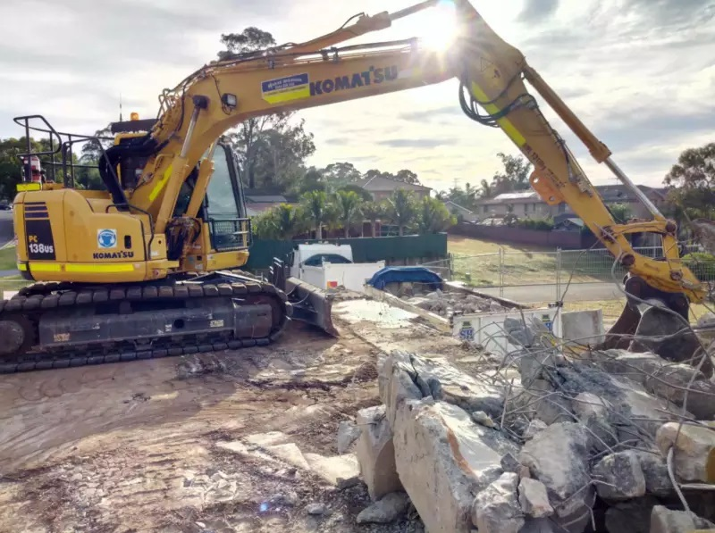 Hire 14.7T Excavator