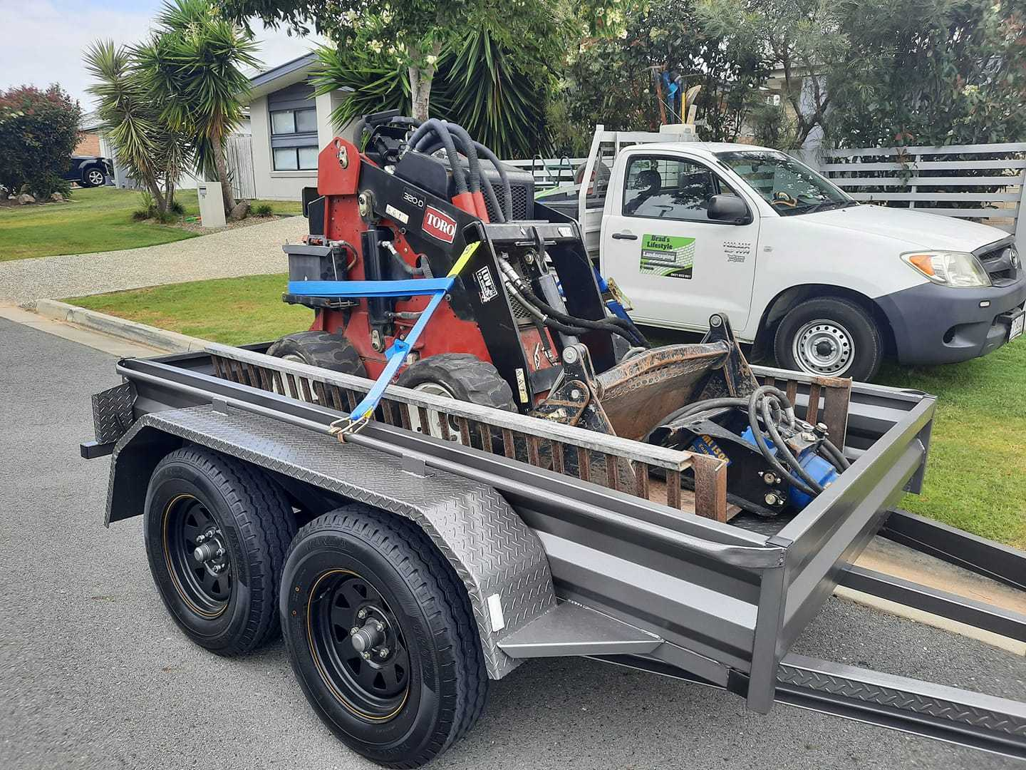 dingo for wet hire - Norwell, Jacobs Well, Kingsholme, Pimpama, Willow Vale, Upper Coomera