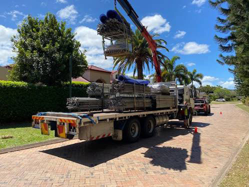 10 tonne capacity crane truck for Wet hire (anywhere from Sunshine Coast to Gold Coast)