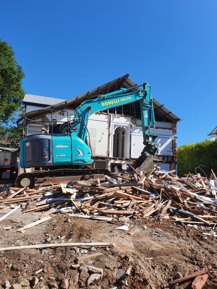 Hire 13 Ton Kobelco Excavators / straight and knuckle boom / Zero Swing for tight access