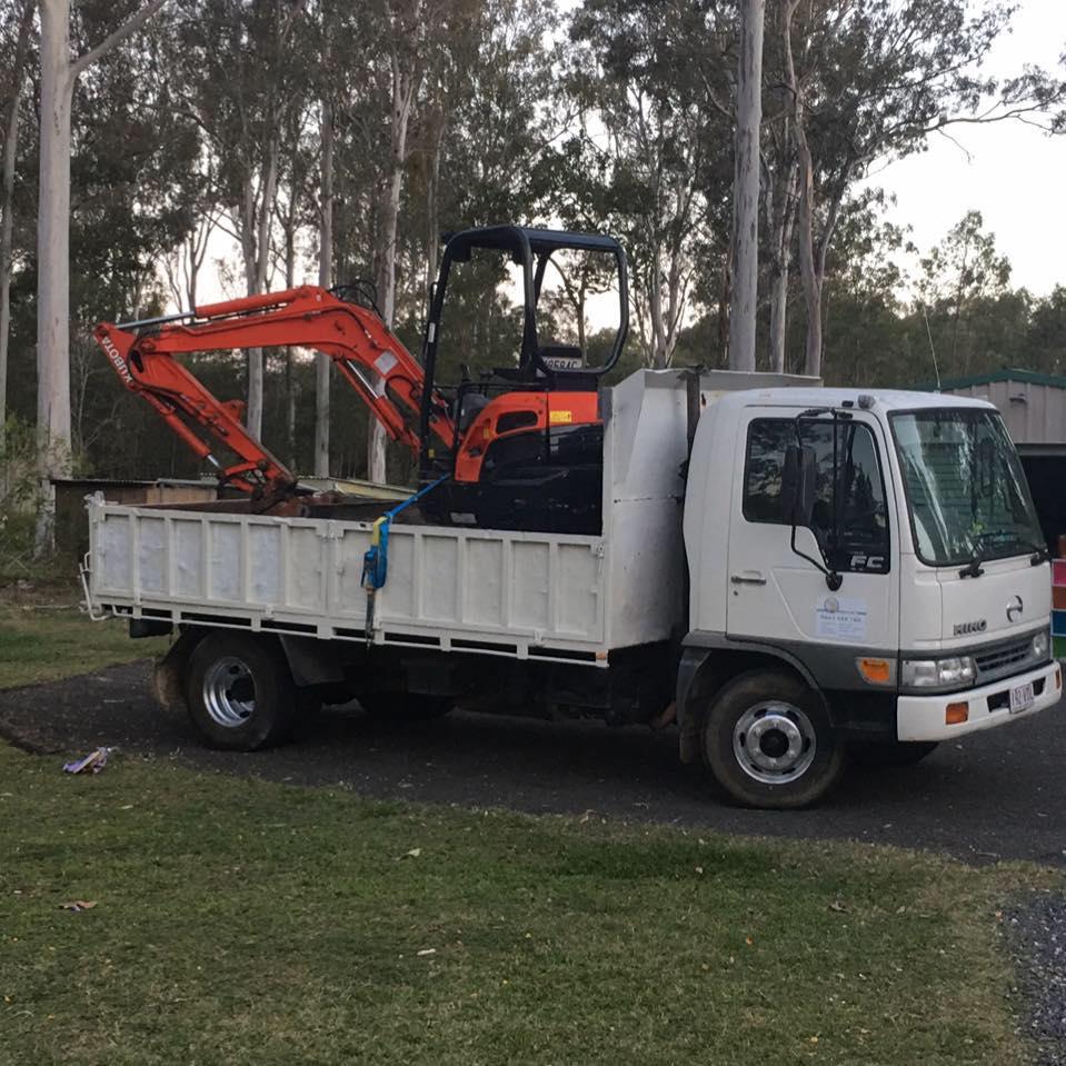 Hire 3.5 ton excavator plus tipper combo - Aratula, Harrisville, Palen Creek, Laravale, Beaudesert, Tamborine, Canungra, Beenleigh, Gold Coast