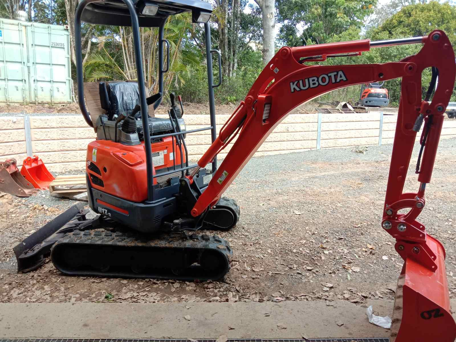 Excavator Kubota U1.7 (1.7t Machine on trailer) for wet or dry hire.