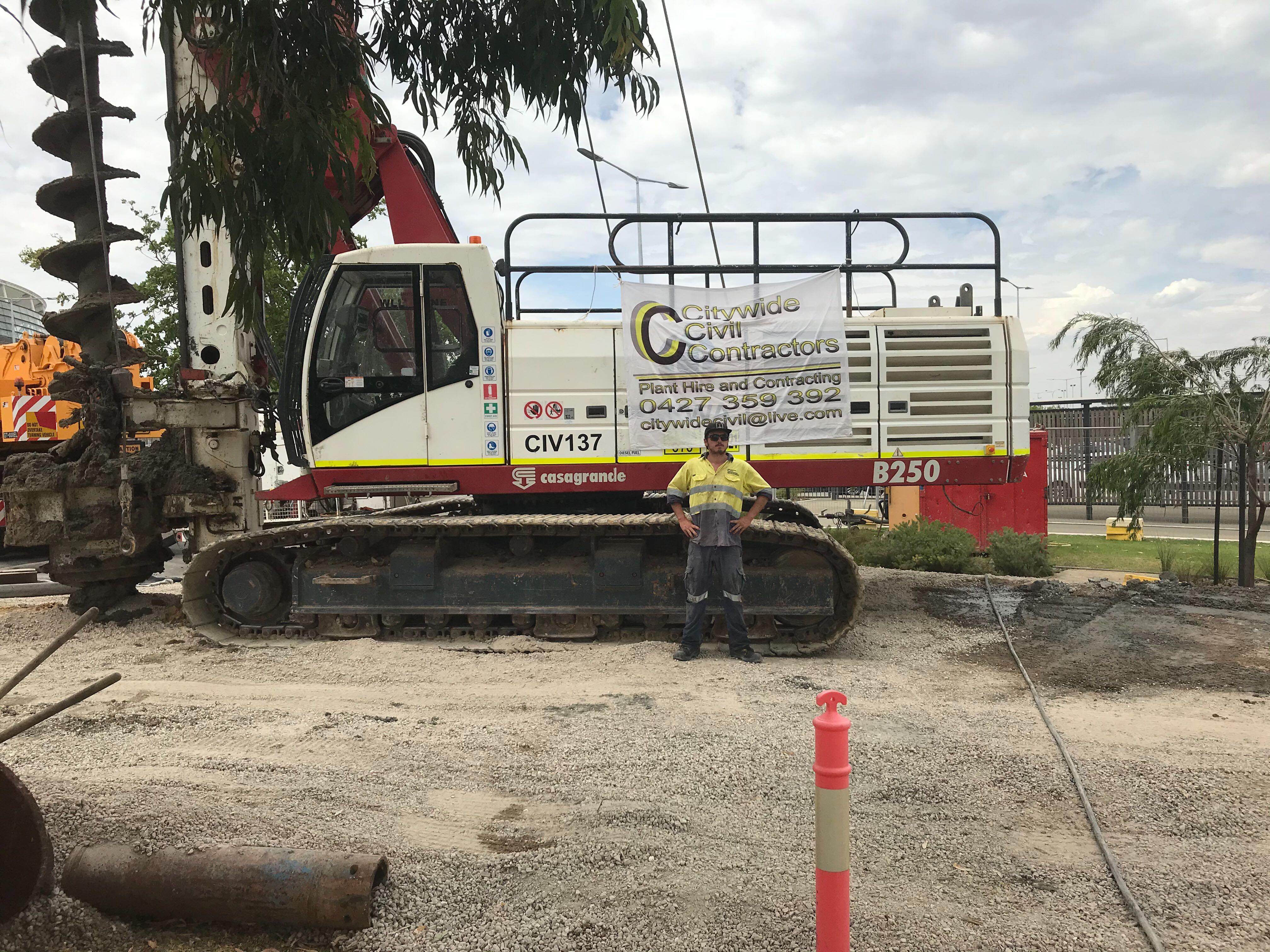 Hire Skid steer wheeled possi trac excavator 6 ton excavator 1.8 ton