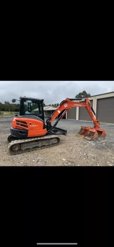 Hire Kubota 5.5T excavator
