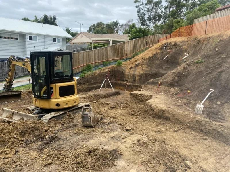 3.5t Excavator with Operator for (wet) hire near Worongary, Merrimac, Robina, Advancetown, Mudgeeraba, Varsity Lakes, Neranwood, Austinville, Bonogin, Gold Coast
