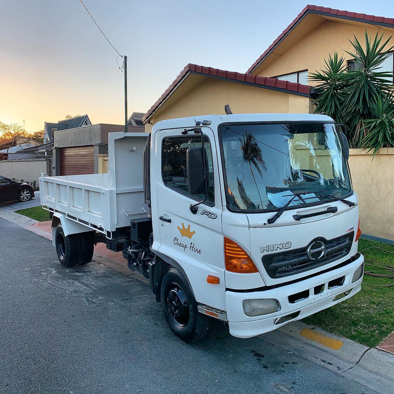 Tipper Truck for Dry Hire- Maudsland, Pacific Pines, Gaven, Molendinar, Mount Nathan, Nerang, Ashmore, Advancetown, Gilston, Highland Park and Carrara in Queenland