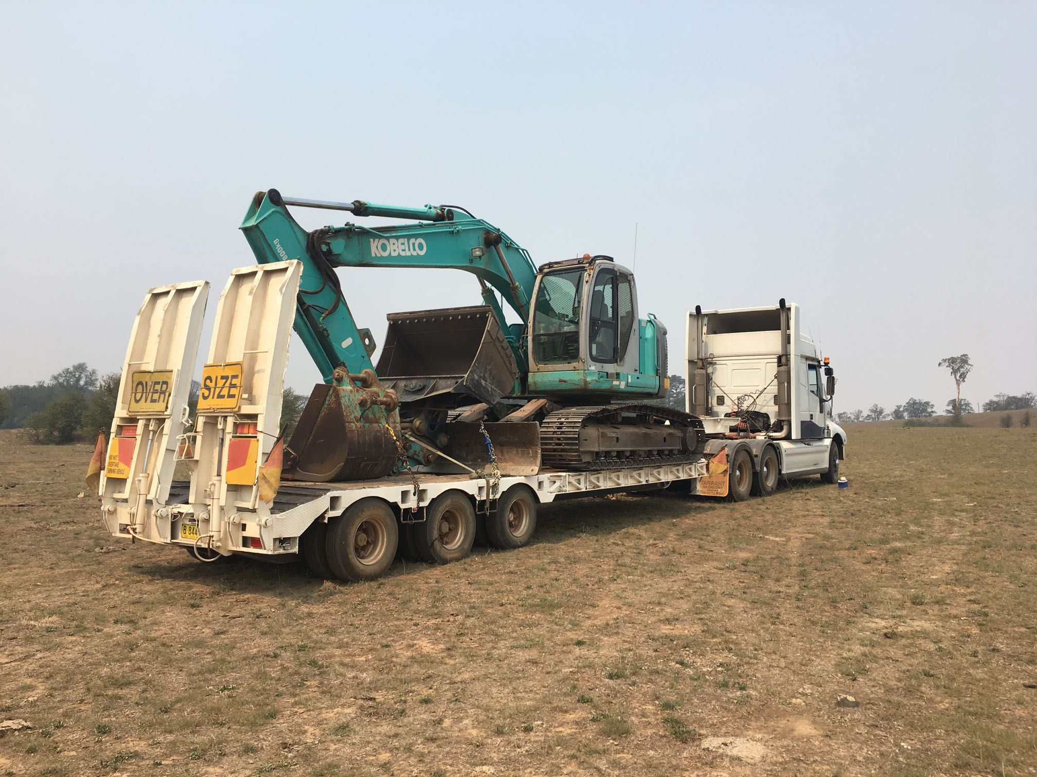 Hire Tri axle low loader. Oversize.