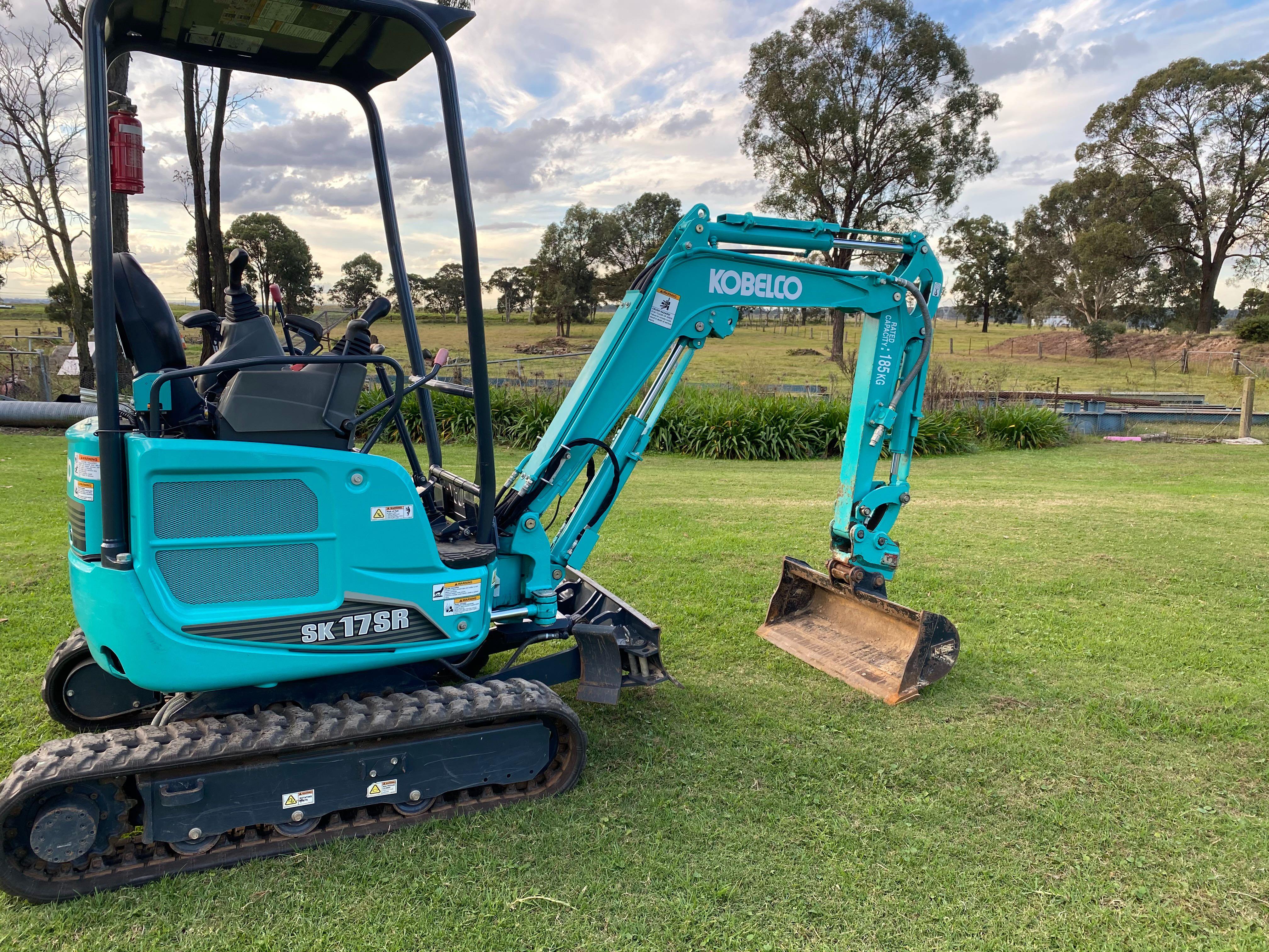 Hire Mini Excavator 1.7Tonne Digga With Hydraulic Hitch