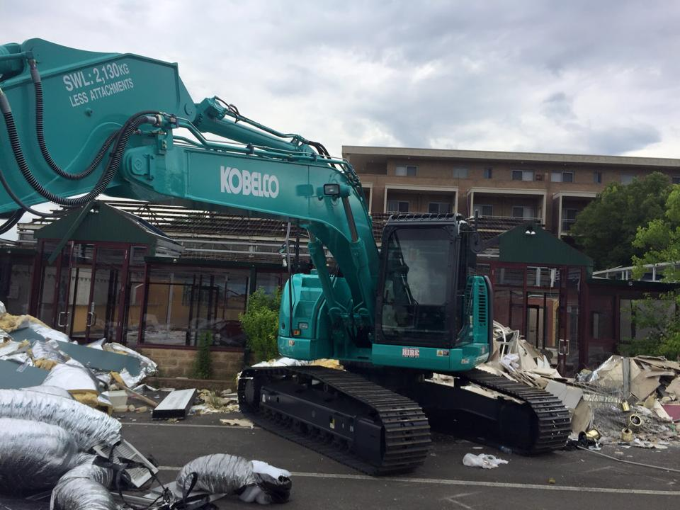 36 tonne site equipped excavator for dry hire