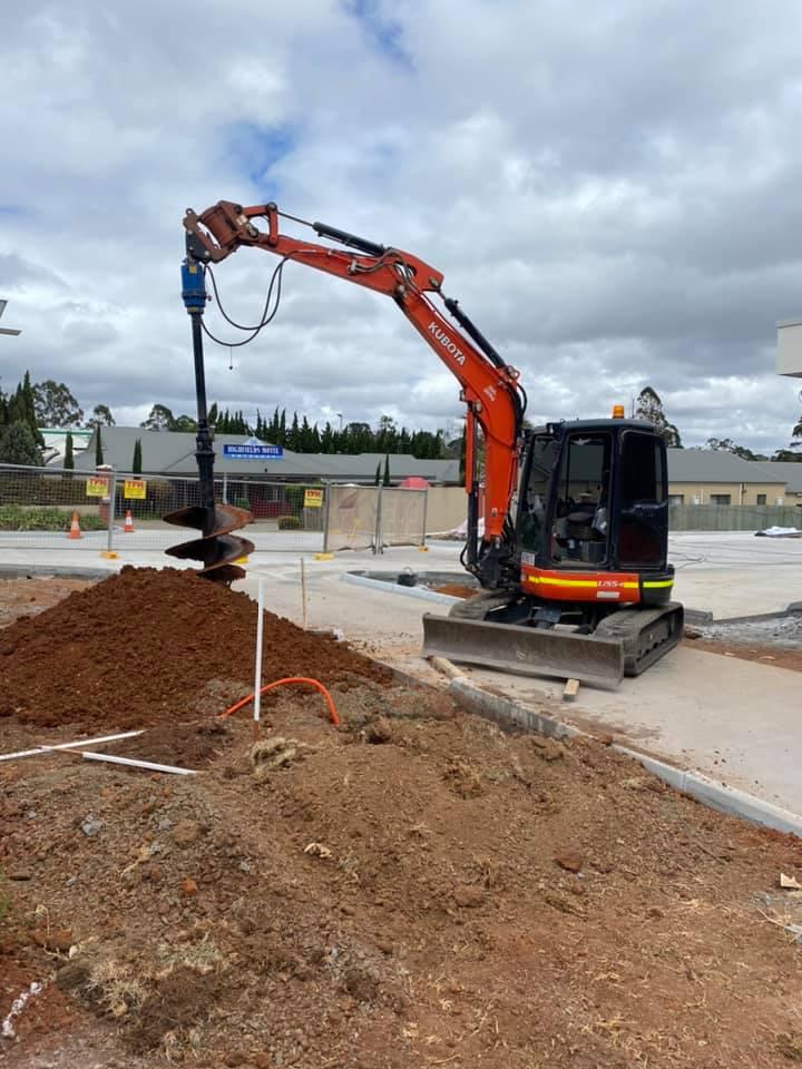 5T Tonne  Excavator for wet hire (with operator)- Charlton, Cotswold Hills, Wilsonton, Wellcamp, Torrington, Glenvale