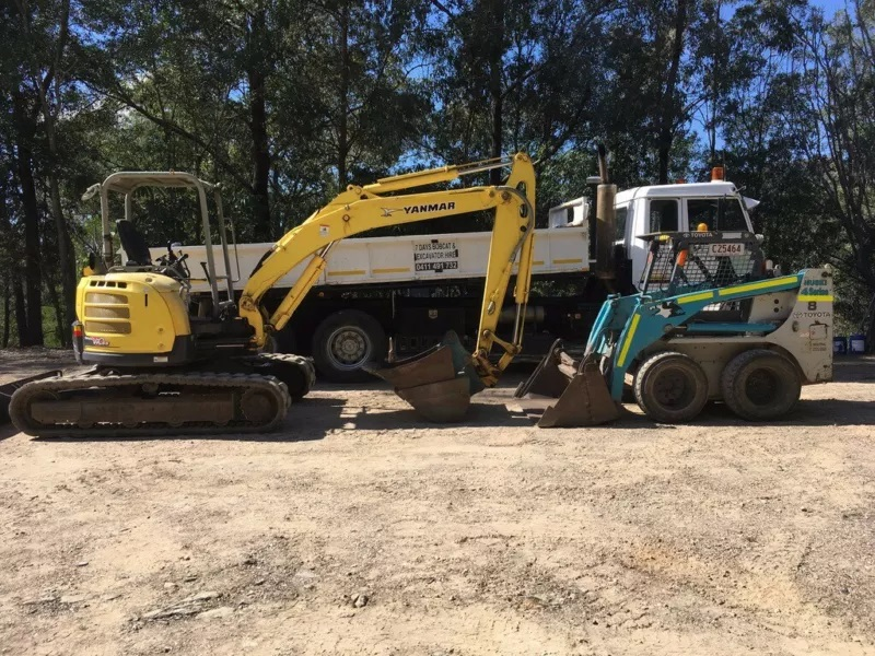5.5t ton Excavator, Bobcat truck combo for wet hire with operator - Worongary, Merrimac, Robina, Advancetown, Mudgeeraba, Varsity Lakes,  Neranwood, Austinville, Bonogin, Reedy Creek