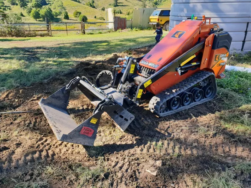 Hire 1.5 ton tracked loader