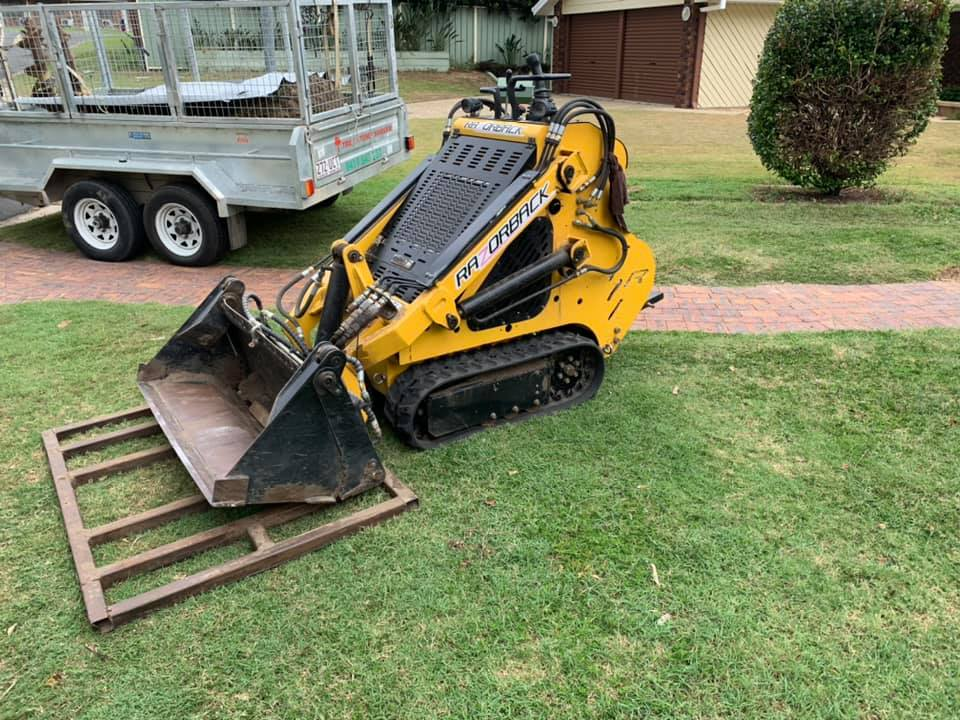 Mini loader dingo kanga with operator for hire (North side Brisbane only)