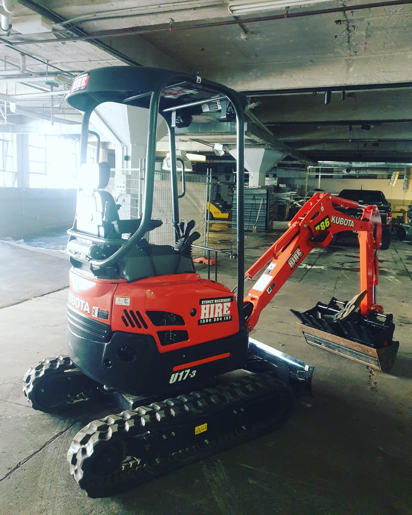 Hire Kubota 1.7 tonne zero swing tight access mini excavator – 3 buckets & trailer