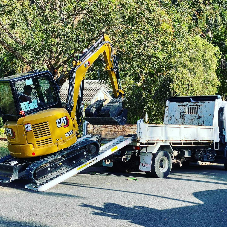 Hire 3.5 tonne Excavator & Tipper Combo