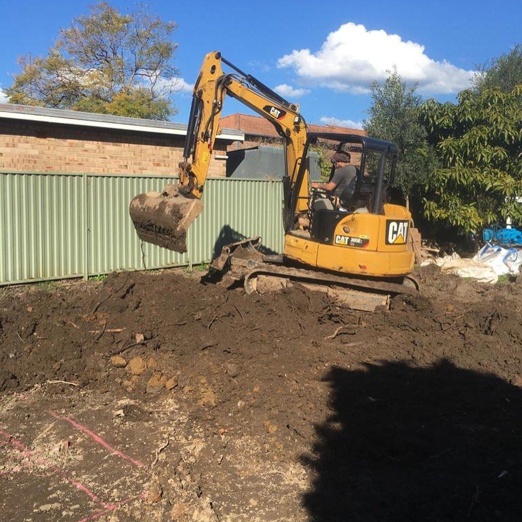 Hire 5T CAT Excavator
