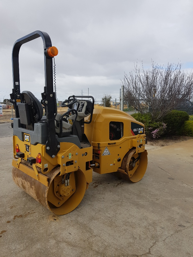 Hire 3 Ton Smooth drum roller