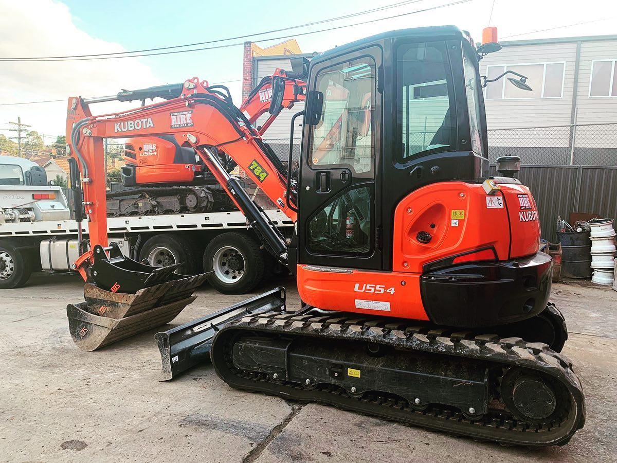 Hire Kubota u55-4 5.5 tonne zero swing excavator – three buckets