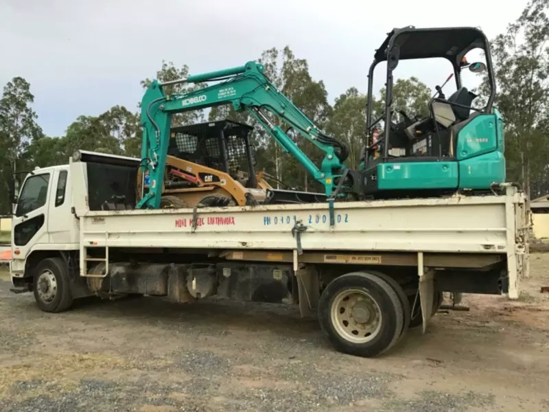 5 ton excavator and bob cat combo for hire.