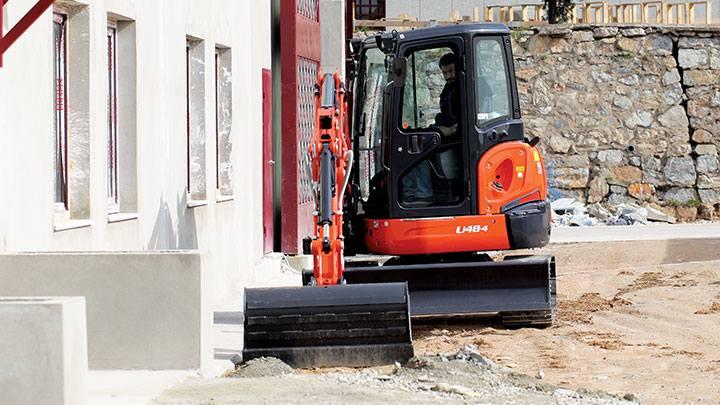 Hire 4.8 tonne zero swing excavator – three buckets